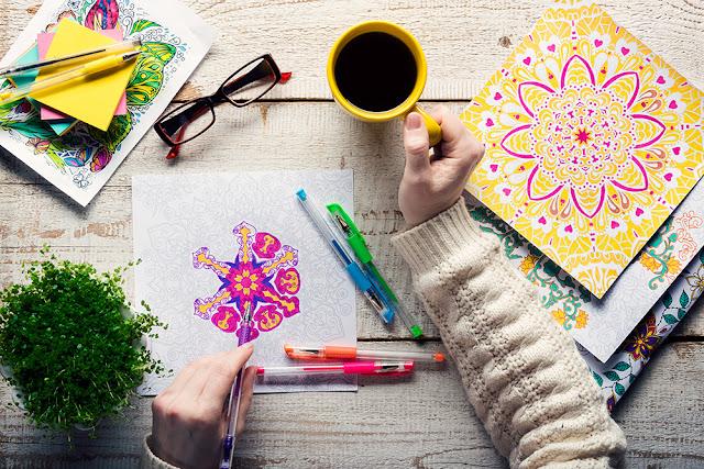 Cartile de colorat sau terapia prin arta