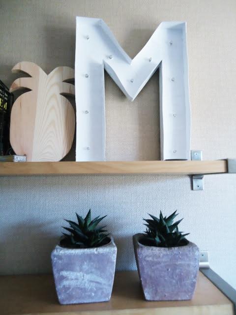 świecaca litera z kartonu DIY