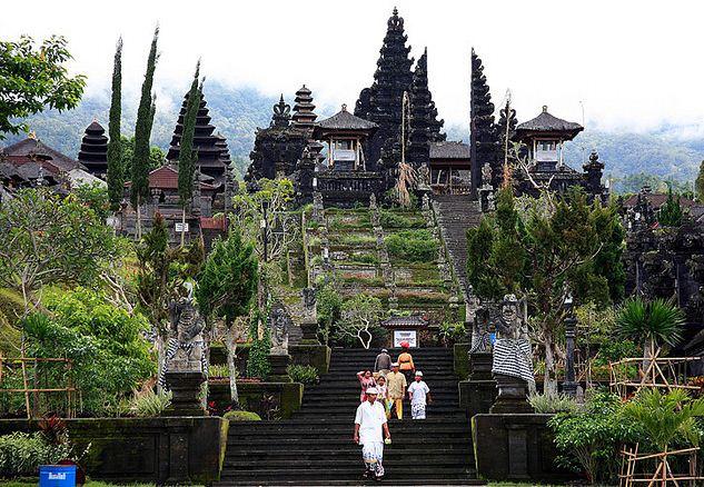 Megahnya Pura Besakih di Pulau Bali