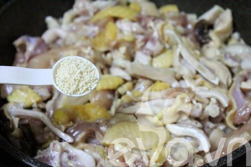 giò gà xào nấm-5