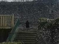 Hantu 'Biksu Hitam' yang Muncul Bingungkan para Paranormal