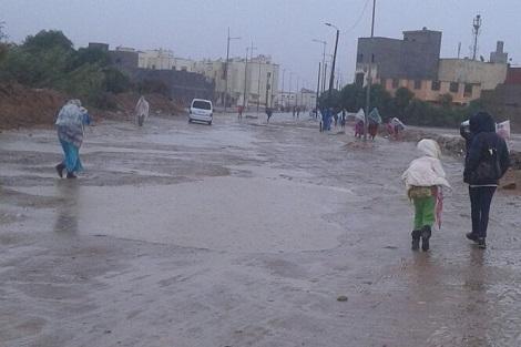 """أمطار تفاقم معاناة قاطني """"القرية"""" بسيدي بنور"""
