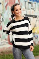 Pulover negru casual scurt tricotat cu croi larg cu maneci lungi si dungi