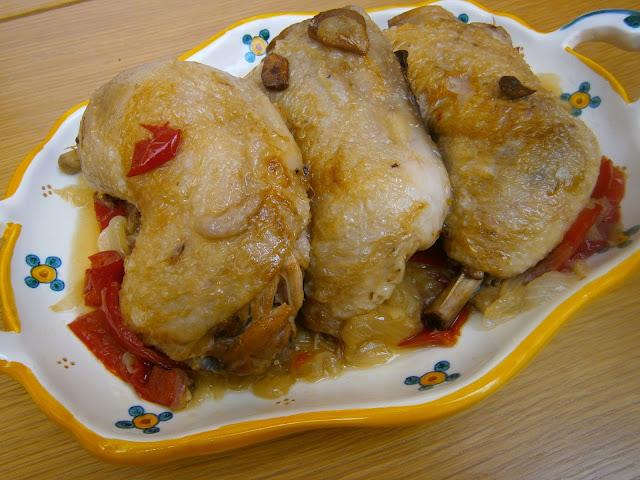 Muslos de pollo guisado con cerveza coronita