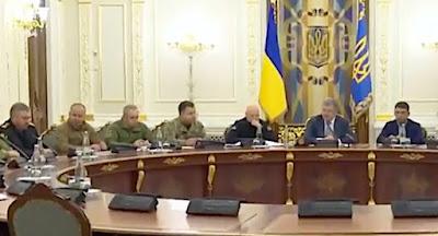 Порошенко оголосив про запровадження воєнного стану