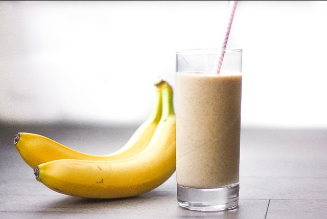Majoon (Banana and Date) Smoothie #healthy #breakfast