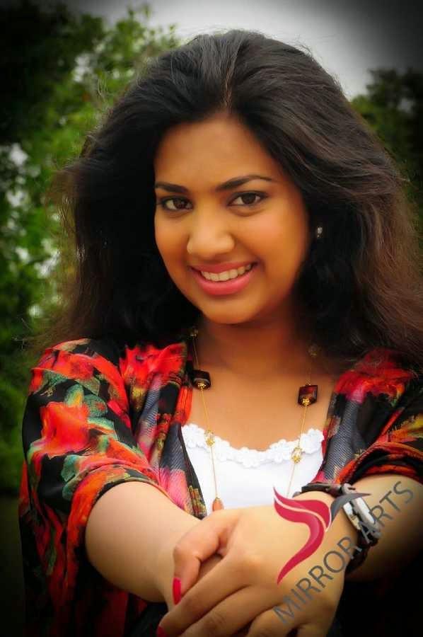 Sri lankan lady achala - 1 2