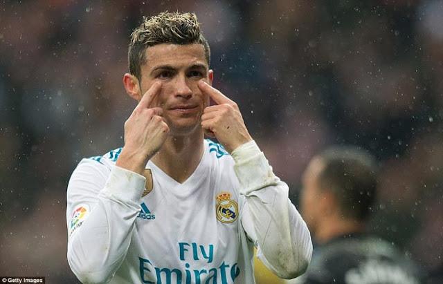 """Ronaldo cực đỉnh của """"chân gỗ"""": Kiệt quệ dứt điểm 11 ăn 0 8"""