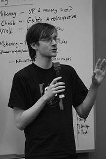 Matthew Garrett diz que política da Canonical torna o Ubuntu não livre!