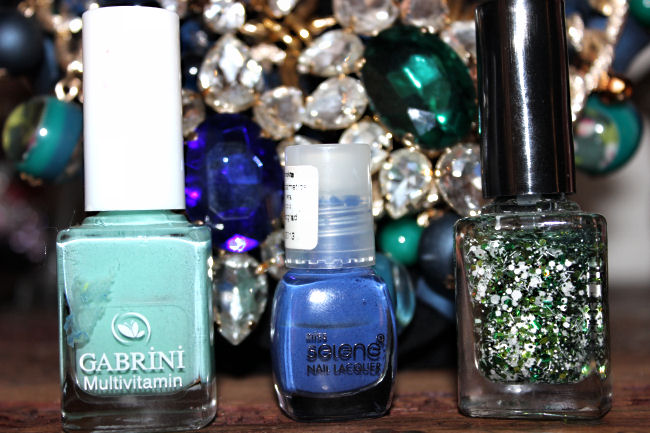 plava i zelena kombinacija laka za nokte