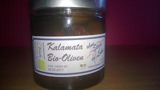 Glas mit Oliven