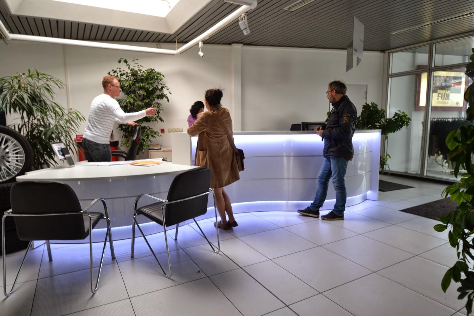 Weisse Wohnwand Vor Weisser Wand Moderne Wohnwand In Weiss Couchtisch