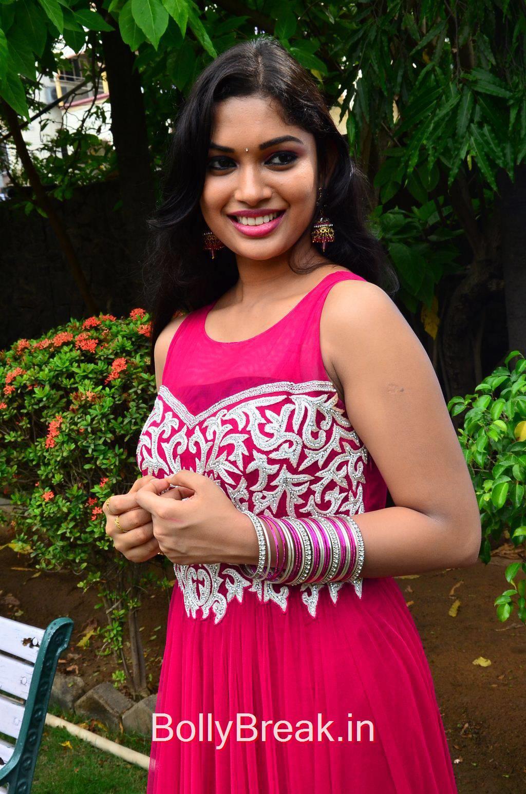 Priyanka Pics, Priyanka Hot Pics from Vandha Mala Movie Press Meet