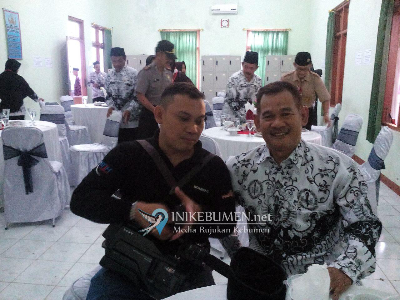 Guru di Rowokele Iuran Bangun Gedung Sanggar Pramuka dan Gedung PGRI