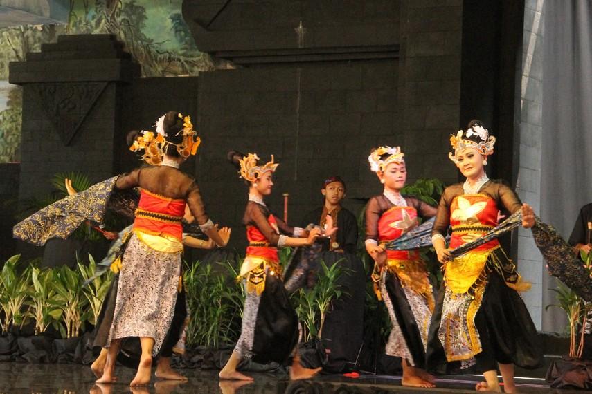 Pertunjukan Tari Batik Pace