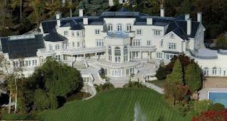 Rumah Cantik Ini Adalah Updown Court Yang Sangat Besar Dan Menarik Orang Berada Di Surrey Inggris Memiliki Taman Indah Lebih Terkenal