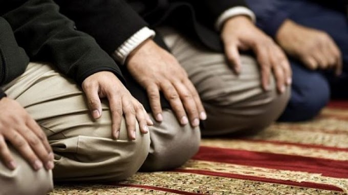 Çıplak olan bir kişinin oturarak kıyam, rükû ve secdeyi terk ederek oturarak îmâ ile namaz kılması niçin efdaldir?