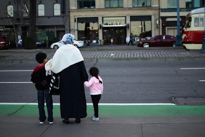 Premis Universal dan Pandangan Islam Mengenai Hari Ibu