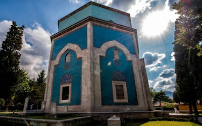 Makam Mausoleum Berwarna Hijau