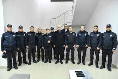 Süleyman Soylu polislerle