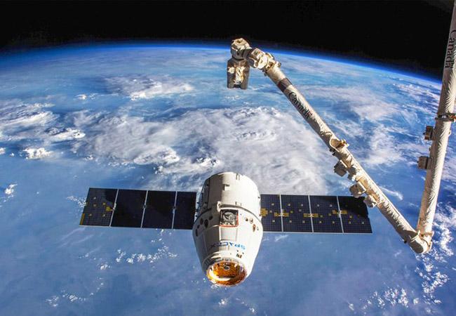 Tinuku Massive-payload space robotic manipulation on Orbit