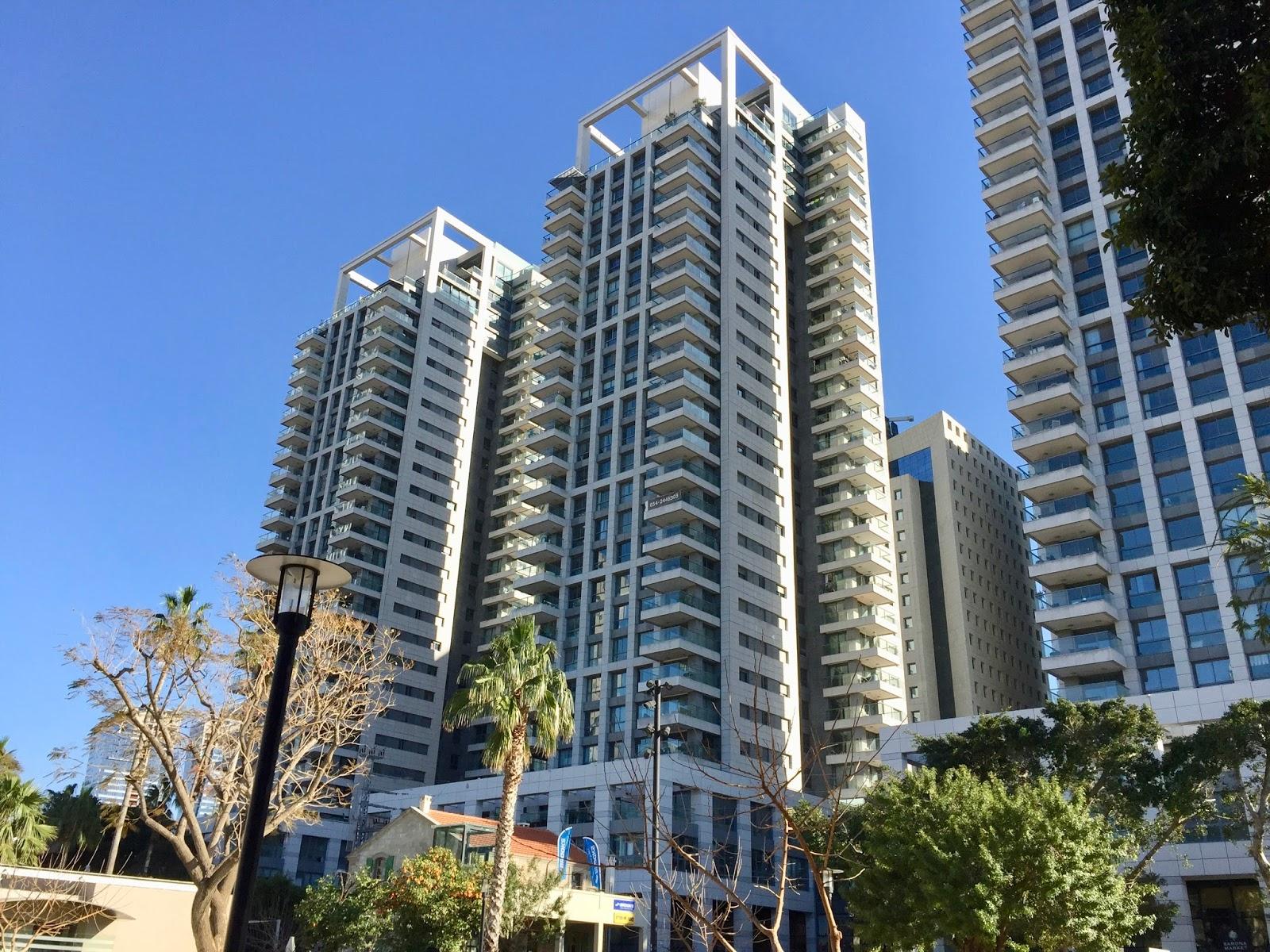 Vysoké domy v Saroně v Tel Avivu