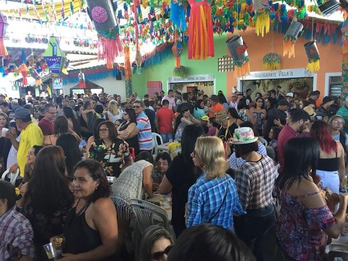 Domingo também é dia de arrasta pé na Vila do Artesão