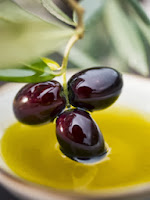 Minyak zaitun atau dikenal juga dengan nama olive oli merupakan minyak nabati yang berasal Manfaat Minyak Zaitun untuk Kesehatan, Kecantikan dan Rambut
