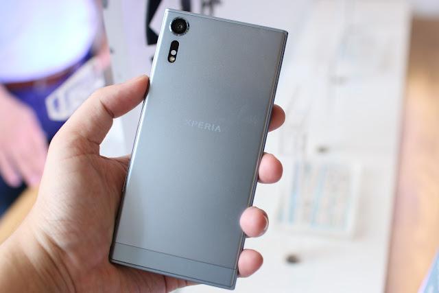 Nếu không mua Samsung Galaxy S8 thì mua điện thoại Android cao cấp nào?
