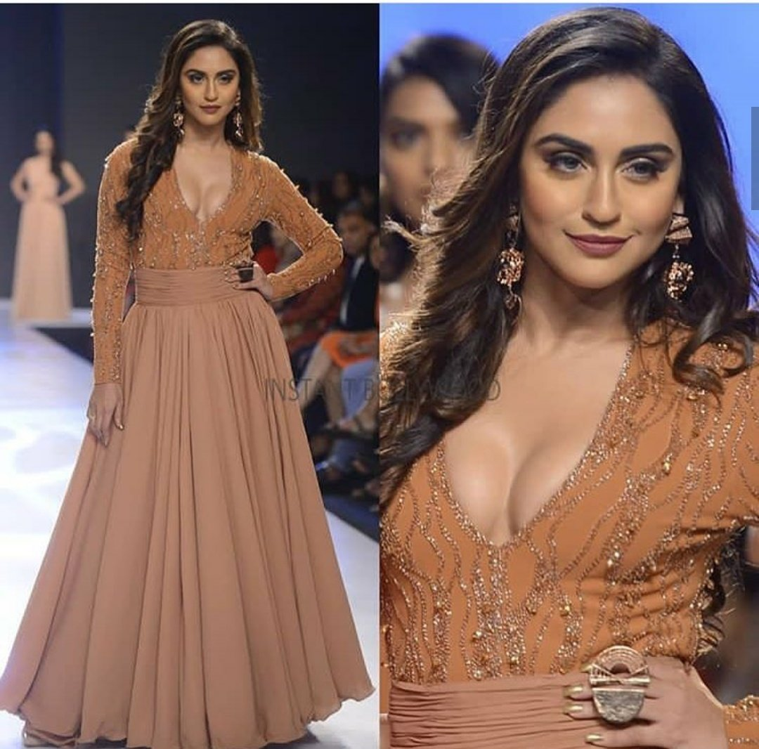 Krystle D' Souza looks drop-dead gorgeous in embellished gown   Indian Girls Villa - Celebs Beauty, Fashion and Entertainment