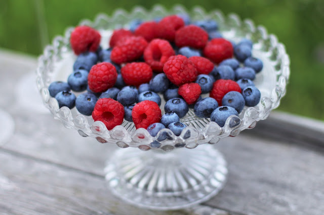 Raspberries and blueberries, rooftop picnic - London lifestyle blog