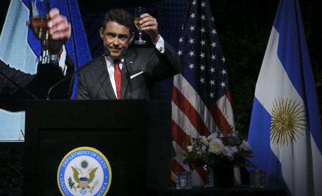 Funconarios argentinos celebran el día de la Independencia de Estados Unidos