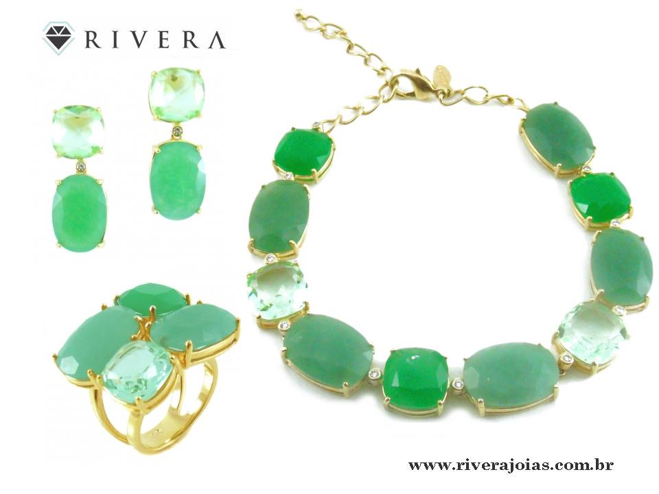 Pulseira folheada a ouro 18k.  Com pedras naturais verdes (Cristais de quartzo).  Com zircônias