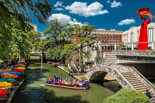 The city never ceases to educate, enchant, and entertain with its fascinating history, winding river walk, and exotic mix of cultures.