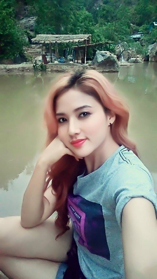 Myanmar Model Marina In Yay Pyar Kan Mandalay : Short Tight Jeans and T Shirt Free Style