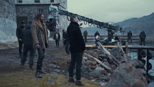 Jason Momoa como Aquaman junto a Zack Snyder