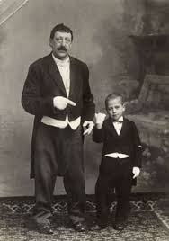 August de Domme met een onbekende kleine jongen