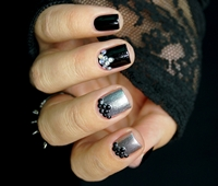 http://natalia-lily.blogspot.com/2014/11/black-and-silver-manicure-born-pretty.html