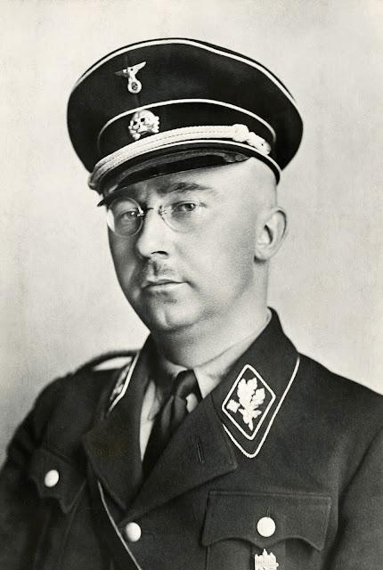 Heinrich Himmler kaki tangan hitler yang kejam dan sadis