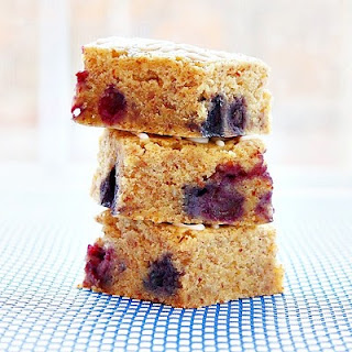 Blueberry Bliss Bars | roxanashomebaking.com