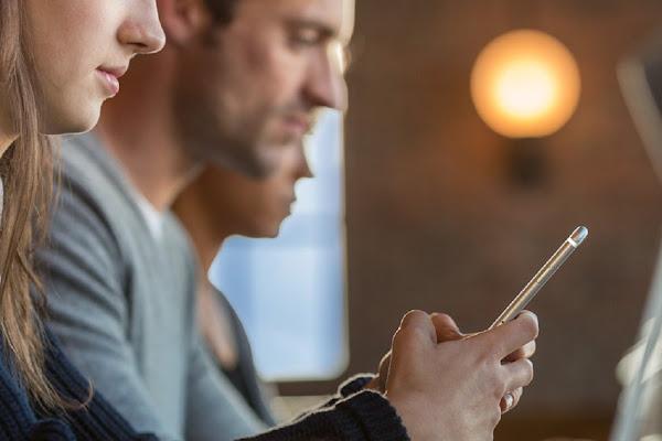新的 iPhone 7 可能廢除標準耳機孔,將會改變使用者的行為。數位時代翻攝自 Apple 官網。