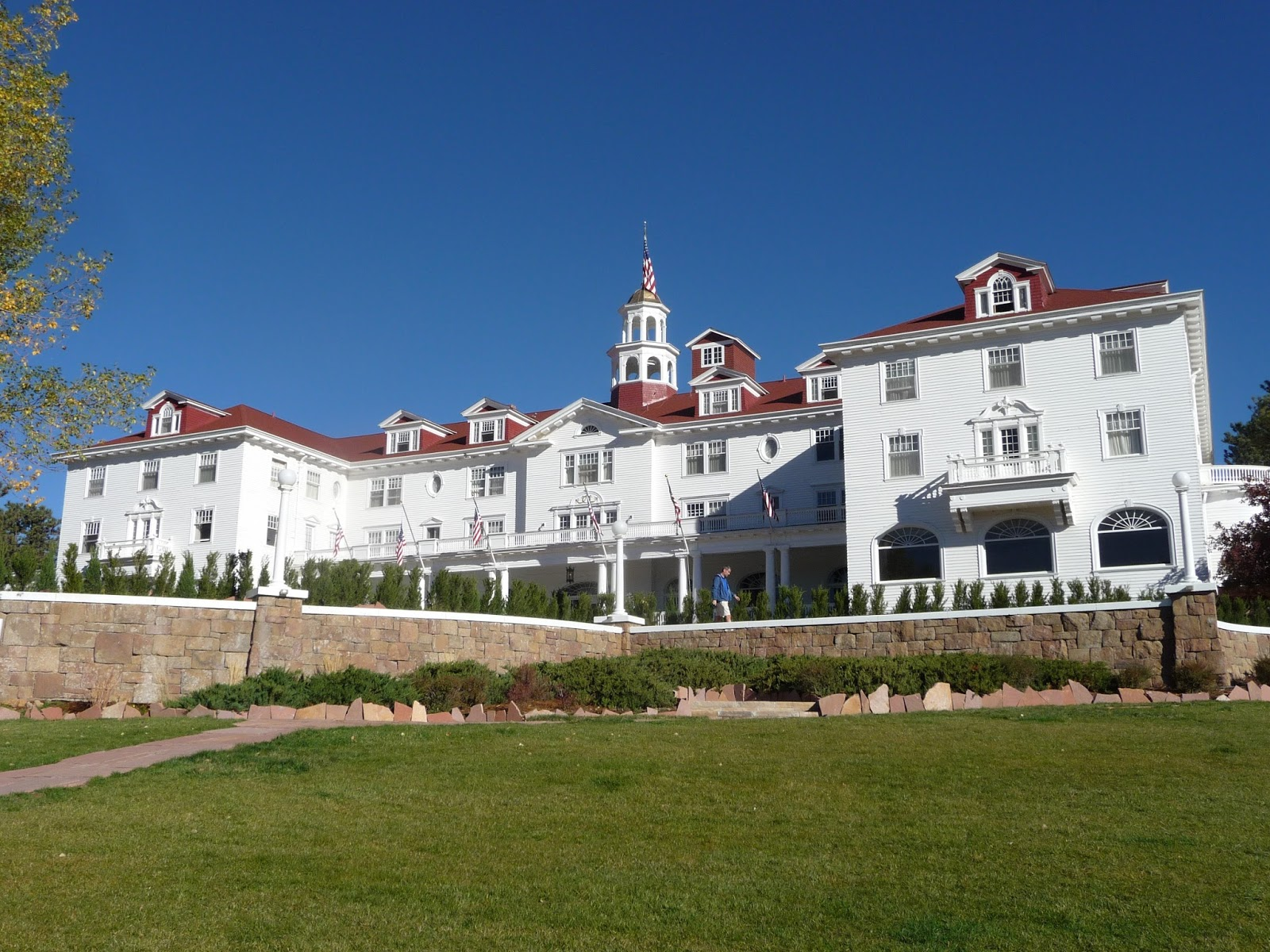 before we entered the park we made a little side trip in estes park to see the stanley hotel this historic hotel was the inspiration for stephen king s