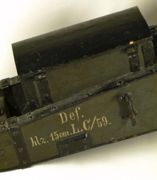 Petit modèle d'artillerie allemand — pièce d'arsenal — illustrant l'utilisation de la lettre C suivie du millésime (© Fonds Dr Balliet, 2015)
