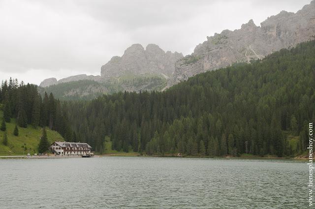 Lago Misurina viaje Italia paisajes montañas trekking