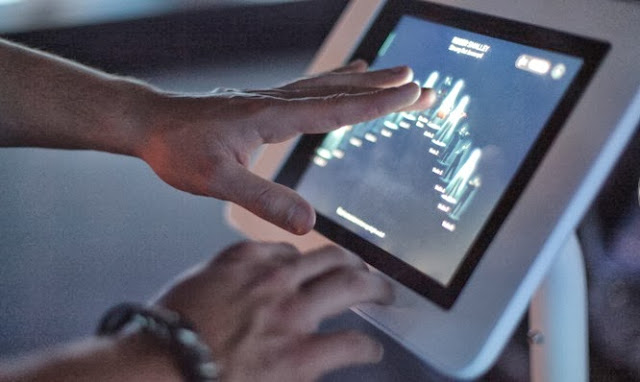 Picture of the touch pad app used to control the virtual musicians
