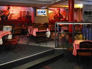Lata 50 w restauracjach, dlaczego wracamy do starych trendów w aranżacjach?