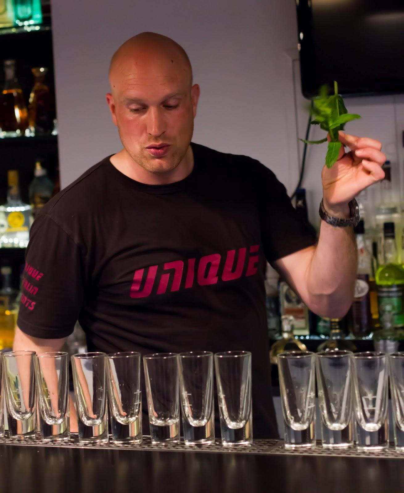 Cocktail-Workshop in der Barschule Chaussestr. 10, mit Unique Berlin ...