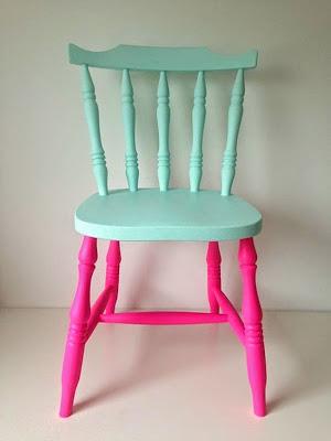 silla renovada con pintura pastel