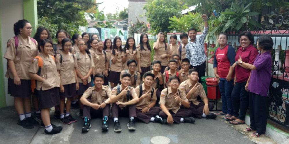 Tumbuhkan Semangat Go Green, SMA KK Kunjungi Kampung Kitiran Yosoroto
