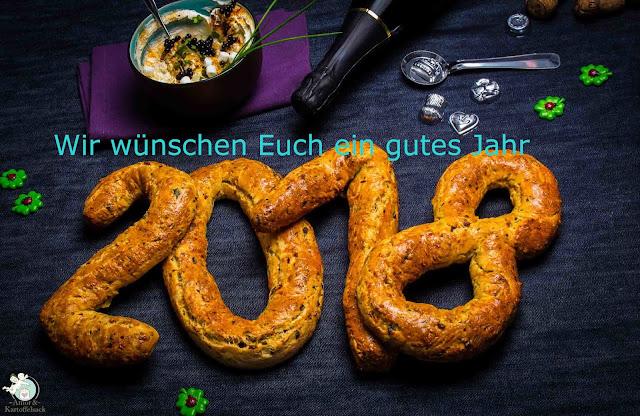 gebackene Wünsche zum neuen Jahr - Brötchen